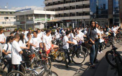 Кавадаречките гимназијалци направија велосипедска парада