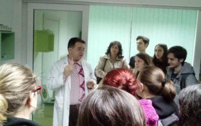 """Ученици од Гимназијата,, Добри Даскалов """" ја посетија биохемиската лабораторија """"Панацеа"""""""