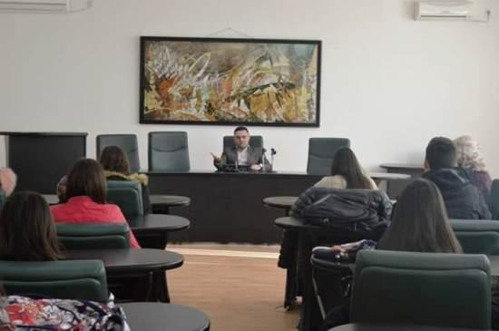 Во рамките на предметот Практична настава ученици остварија средба со Градоначалникот на Општина Кавадарци