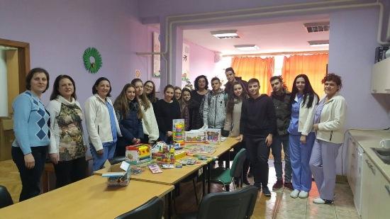 Хуманитарна акција од учениците за децата во Дневниот Центар Кавадарци
