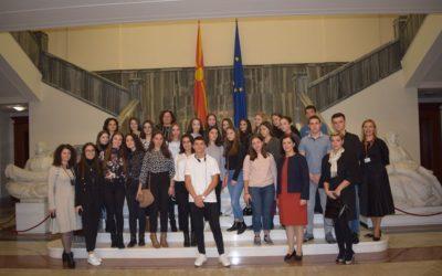 """Еднодневен семинар на тема """"Демократијата и Собранието"""" за ученици од средните училишта"""